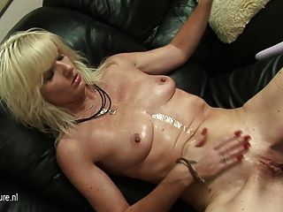 Mature Aunty With Wet Cunt