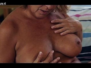 Amateur Granny With Hot Body And Hungry Cunt