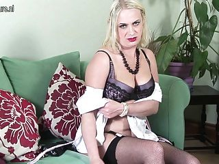 Amateur British Mother Getting Naked And Naughty