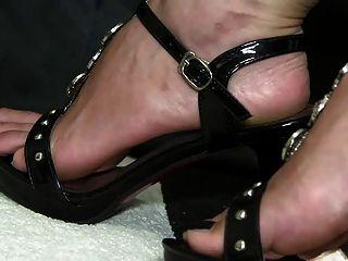 Free shoe fetish