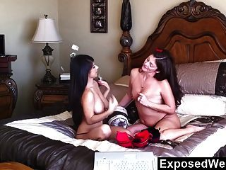 Milf Licking Latina Pussy During Cam Show