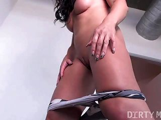 Muscle Girl Gets Her Ass Worshipped