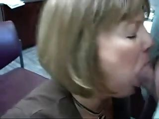 women flashing pussy in public