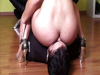 Mistress Facesitting Her Slave
