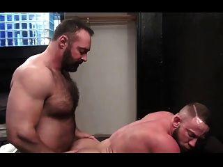 Brad Kalvo Follando A Musculoso