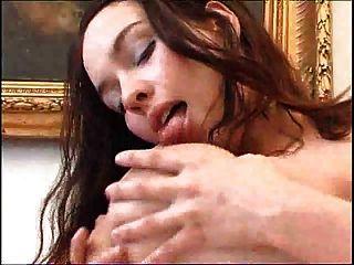 Big Titts Baby Streichelt Sich Selbst