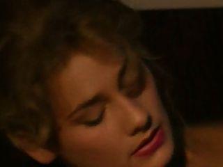 Julia Chanel - Tout Le Monde Dit Oui Scene  2