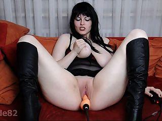 Blonde Schlampe Probiert Ihre Sexy Stieftochter