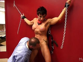 Muscle Woman Gets Her Clit Played With