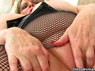 British milf alisha rydes puts her sex toy to work