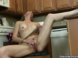 American Milf Lacy Needs To Get Off In Pantyhose