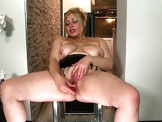 Amateur Mature Moms-next-door With Thirsty Pussies