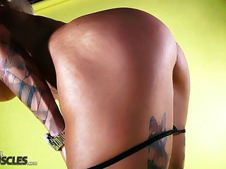 Hot Muscle Woman Shows Off Her Body