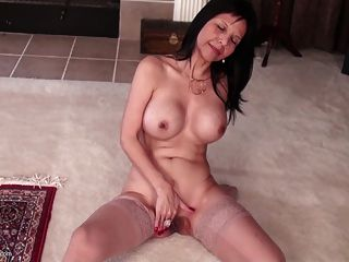Sexy American Mom With Big Tits And Nice Pussy