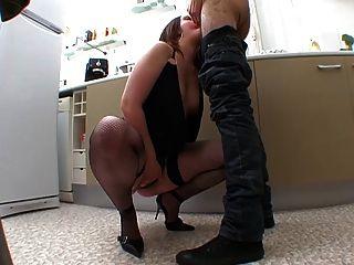 Elle Se Branle Tout Le Temps ! Enorme Besoin De Sexe !