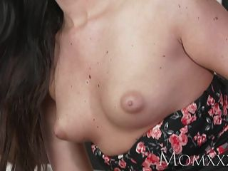 Mom Sexy Woman Has Her Shaved Pussy Licked And Fucked