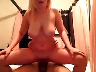 Deutsche Sekretärin fickt anal in der Waldhütte
