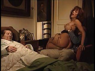 Порно відео зраджує телефону мужу фото