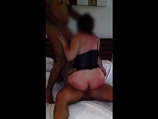 Esposagulosinha Com 2 Machos No Motel Enquanto O Corno Filma