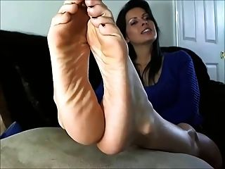 Sexy Mature Woman Shows The Feet And Soles