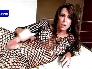 Gorgeous tgirl elle wanks her she dick