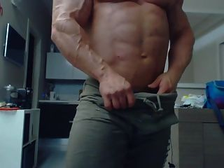 Str8 Bodybuilder Daddy Flexing