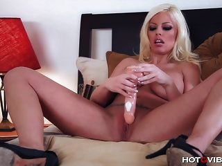 Busty Britney Amber Screaming Orgasm