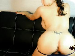 Hot Vitress Tamayo Shows Her Shemale Ass In Shorts
