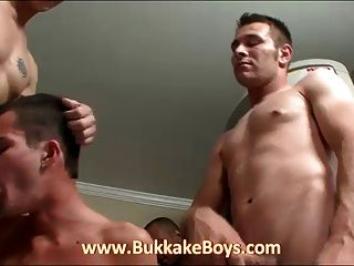 Guy Giving Blowjobs And Drinking Cum!