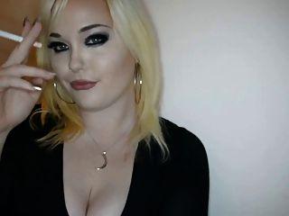 Princess Doll Smoking Sexy -hot Girl