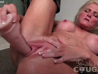 Mature Muscle Maven Mandy Masturbates