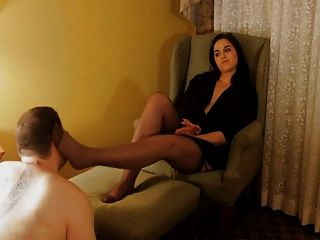 Foot-slapping Domme