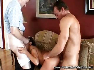 Man eating out pussy