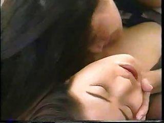 Dos mujeres con gripaa se besan en la boca - 2 part 8