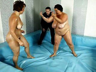 2 Chubby Chicks In Bbw Fight Club Match