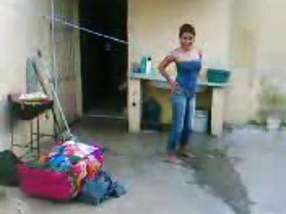 Colombiana gritona habla por el telefono y disfruta - 1 part 4