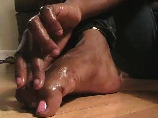 Ebony Oiled Feet