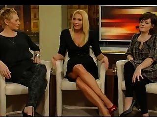 Sonya Kraus-zeigt Heels Und Bein
