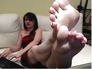 Webcam Girls With Red Painted Toenails, Shows Off Sexy Soles