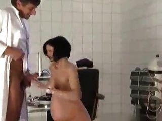 Schwangere Milf Vom Doktor Gefickt
