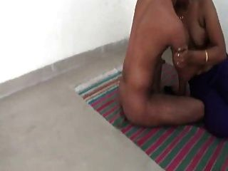Smart Indian Aunty Ready To Fuck Her Customers