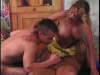 Nice Bisexual 3some (mfm)