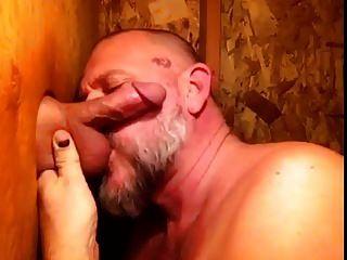 Mmmmm Gloryhole Sucking. (kruppe)