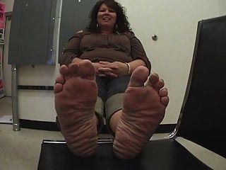 Bbw sarah slurp and sole show