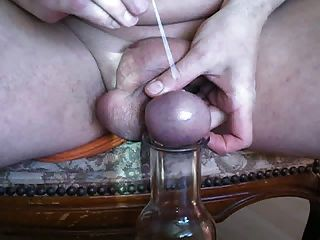 Needel Nadel Durch Den Hoden Eier Gestochen
