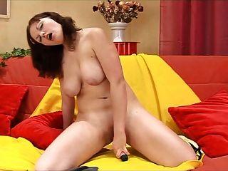 Chubby Masturbates Her Shaved Hole