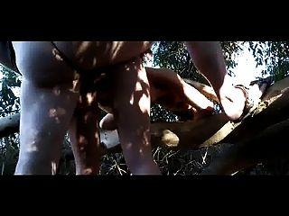 Bonita aficionada desnuda en el campo - 1 part 6