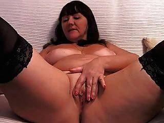 Donna Masturbates On Cam