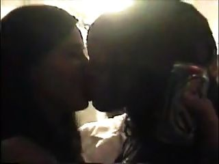 Amateur Lesbian Girl Kiss Girls
