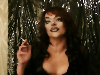 Lola Redhead Smoke Queen